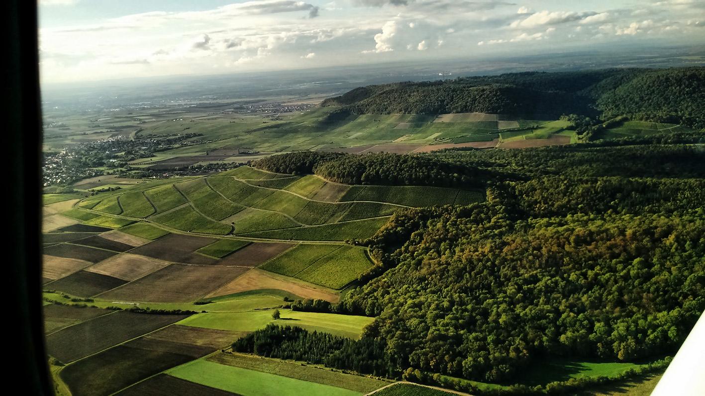 Weinberge am Bullenheimer Berg aus der Luft